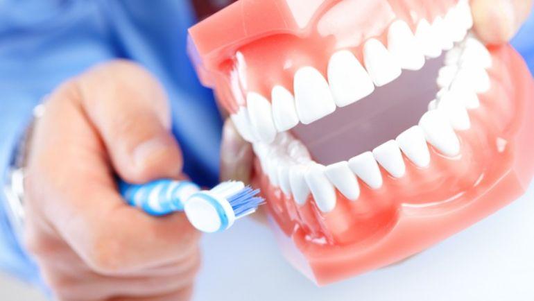 Правильная чистка и уход за зубами